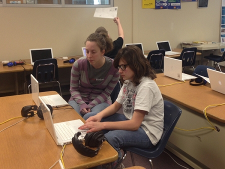 Engineer Anne Neilsen (left) during a CLC session at Lincoln Public Schools